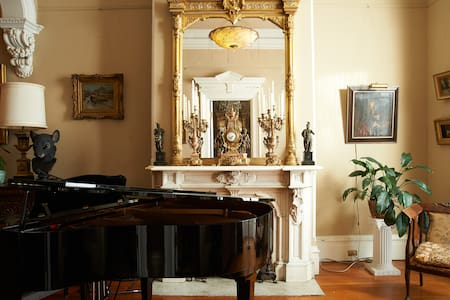 Beautiful Little Room in Victorian