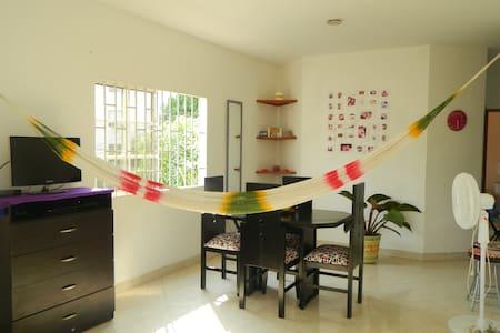 Private room + Breakfast! - Santa Marta - Byt