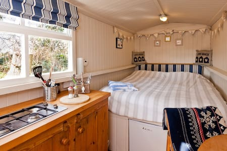 The Shepherds Hut,  Nr Polzeath. - Cabana
