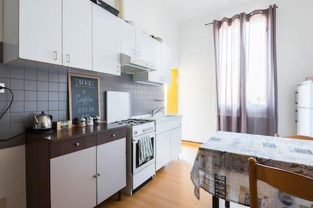 Sunny Spacious Bedroom 2.0 - Bologna - Lägenhet