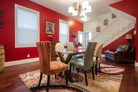 Remodeled Historic East Row House - Hus