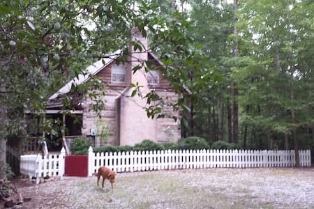 Log Cabin from 1826 NE GA Mountains - Clarkesville - Ev