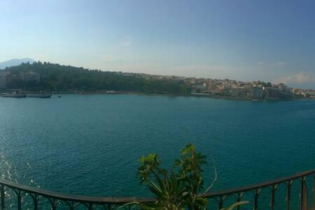 Διαμέρισμα με θέα στην παραλία της Χαλκίδας - Leilighet