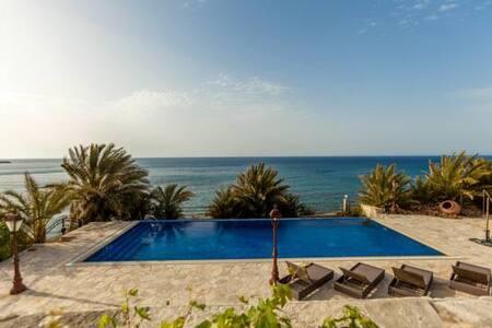 Beachfront Villa Fata Morgana - Villa