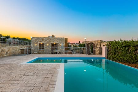 Villa Evgoron - Brand New Villa in Cretan Nature - Zouridi
