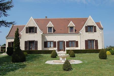 Le gîte à La Varenne - House