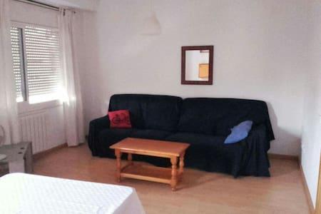 Wohnung Sabadell (25 km bis Barcelona / 10 km  UAB - Sabadell - Apartment