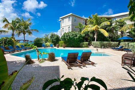 Deluxe 2 Bedroom Pool/ Garden View Condo - Shoal Bay Village - Apartament