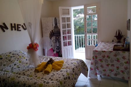 face a la plage de grande anse - Bed & Breakfast