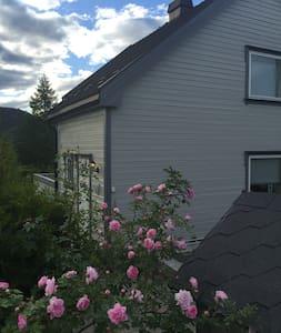 Koselig hus sentralt i Notodden leies ut i BLUESEN - Notodden - Casa