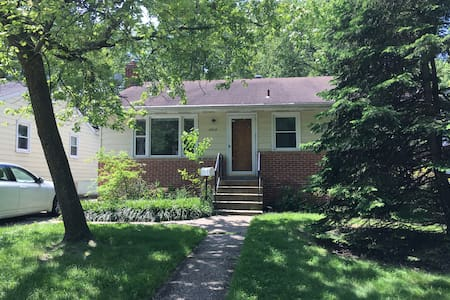 Newly Renovated House Near Capital and UMD - Berwyn Heights - House