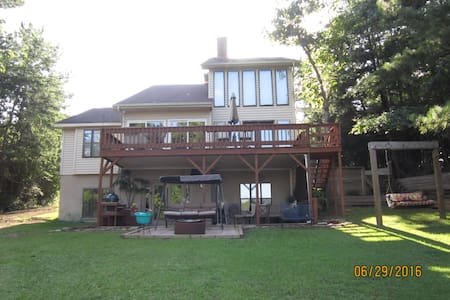 4 bedroom 3 full baths spacious home on lake tusc - House