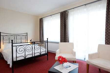 Ferienzimmer im Haus am Teich - Krakow am See OT Groß Grabow - House