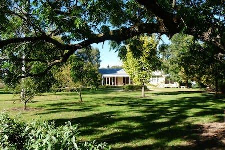 Yaroonga Horse Farm Homestead - Hus