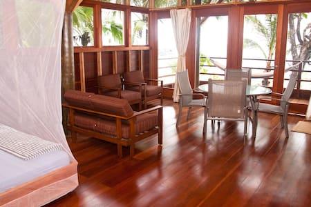Beachfront Villa w/ 1 bedroom loft & WIFI - Punta Vieja