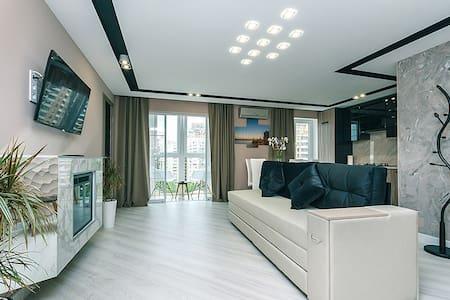 Новый люкс 2016 года на бульваре Леси Украинки - Kiev - Apartment