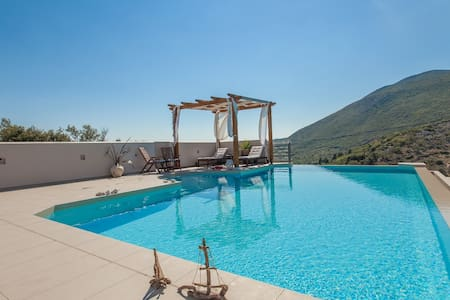 Villa Melina, Infinity Pool and Fantastic Views - Lefkada