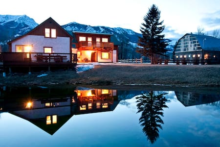 90 Acre Ranch on Elk River, Canada - Ház