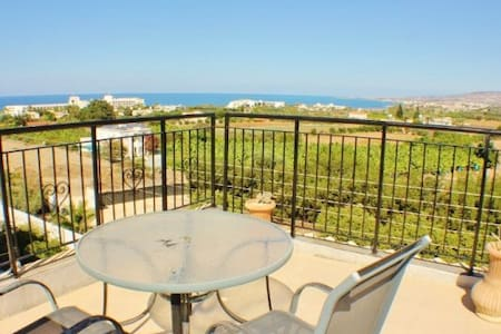 5 bedroom Villa Close to the Beach-St.George hotel - Paphos - Villa