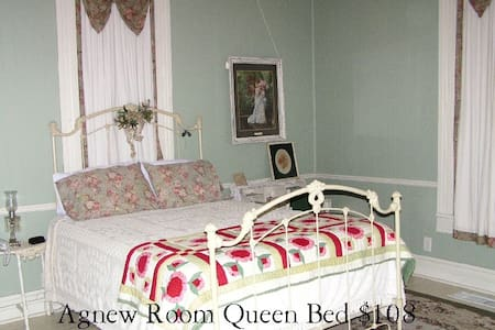 Carleton Casual House - Bed & Breakfast