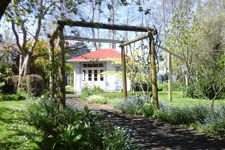 Self-contained historical garden retreat - Kaponga - House