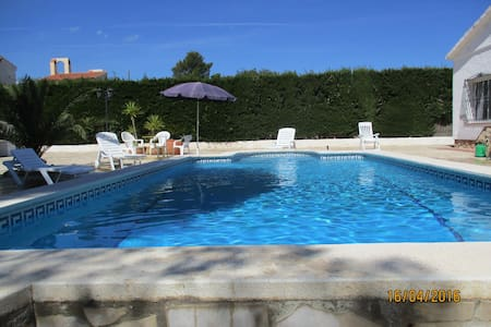 entre mer et montagne, à 3km de la plage, piscine - Villa