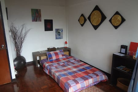 Nice relaxing aircon room close BTS EKKAMAI - Bangkok - Casa