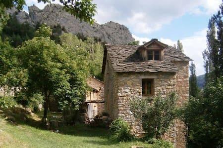 Molino Puente Medieval de Boixols - Rumah