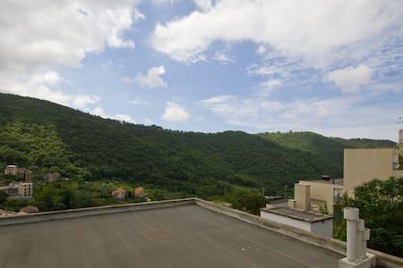 Luminoso appartamento nel verde a Genova - Appartement