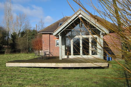 The Pump House, a quirky conversion in Dedham Vale - Stoke-by-Nayland - Huis