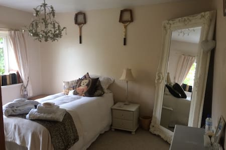 Single room zone6 commuter friendly - Purley - House
