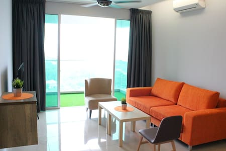 Spacious,modern,near LRT station (5 mins walking) - Apartemen
