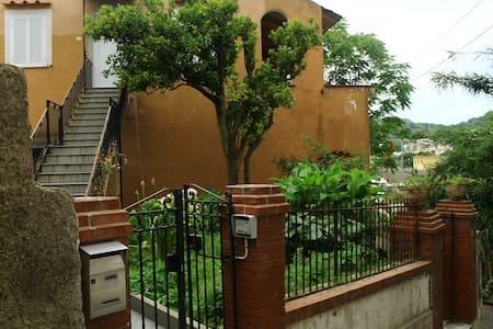 appartamento grande con terrazza a 5 min dal mare - Barano D'ischia - Apartamento