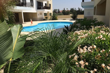 Luxury 3 bed home, pool view, A/C - Alethriko