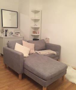 Cozy Apartment with a lovely garden - Fürth - Huoneisto