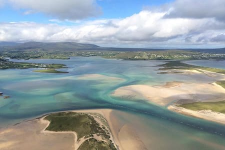 Derrybeg Bunbeg sea mountains area - Derrybeg