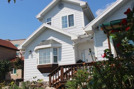 가족과 정원이 있는 맑은 공기의 전원주택 - Hus