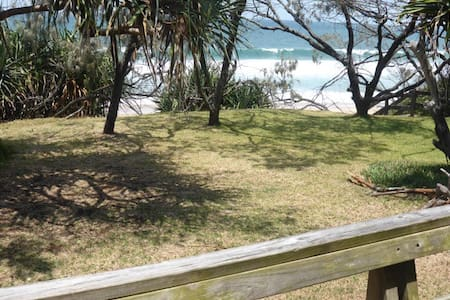 Beach house with ocean views - Currimundi