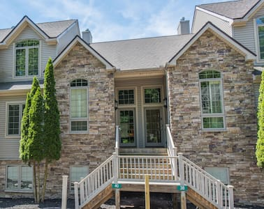 LUXURY 5bd Townhome at Lake/Slopes! - Lake Harmony - House
