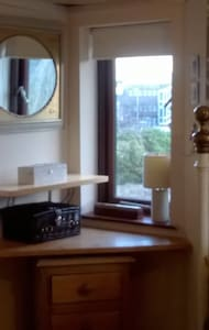 A beautiful room centrally located with great view - House