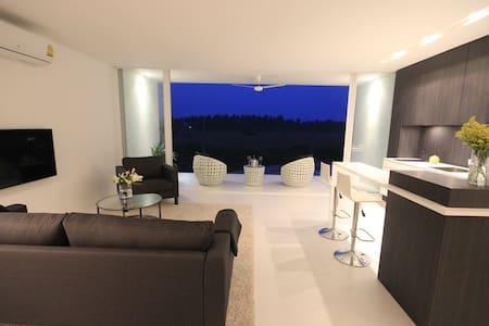 Beautiful Contemporary Condominium - Apartment
