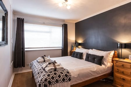 Contemporary, peaceful double room with breakfast - Deal - House
