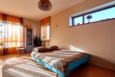 Studio apartment in private villa - Leilighet