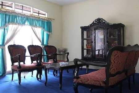 Ardi's place - House