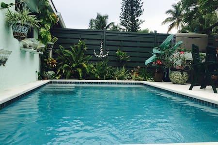 Island Beach Bungalow on Paradise Island - Paradise Island - Villa