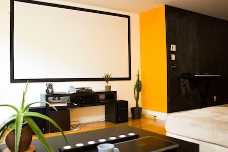 Beautiful bedroom with private terrace/entrance - Montréal - Appartamento