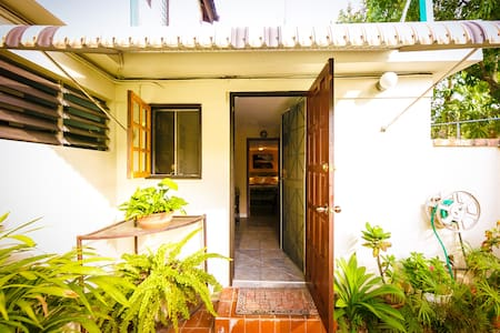 Skye Cottage - 1 BR - Kingston - Aamiaismajoitus