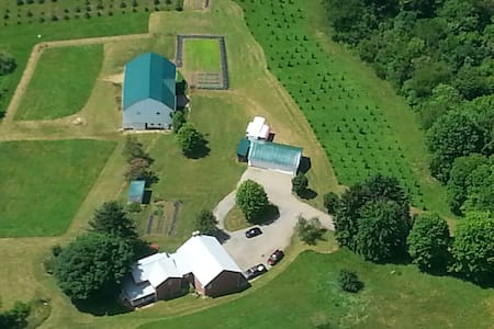 135 acre beautiful farm only 45 min to Pittsburgh! - Haus