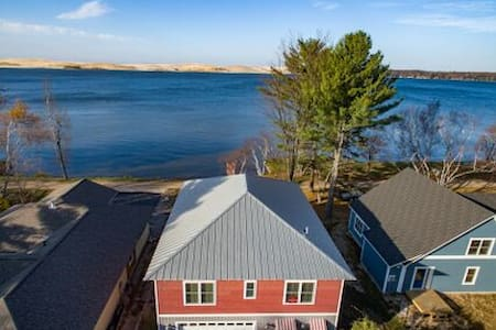 Silver Lake Waterfront Home. Sand Dunes. Hot Tub. - Mears