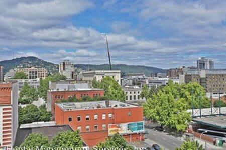 Penthouse Room for Rent - Portland - Condominium